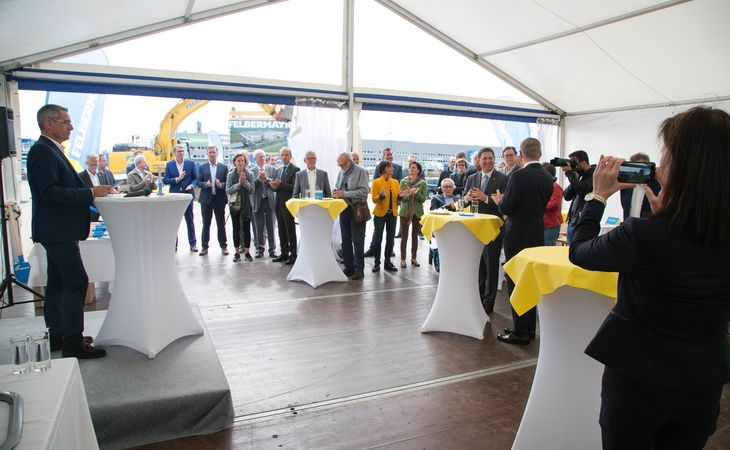 Slide Groundbreaking ceremony for new Felbermayr-headquater