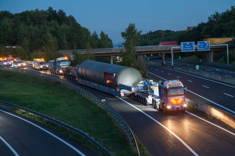 Heavy haulage using a bridge trailer Slider